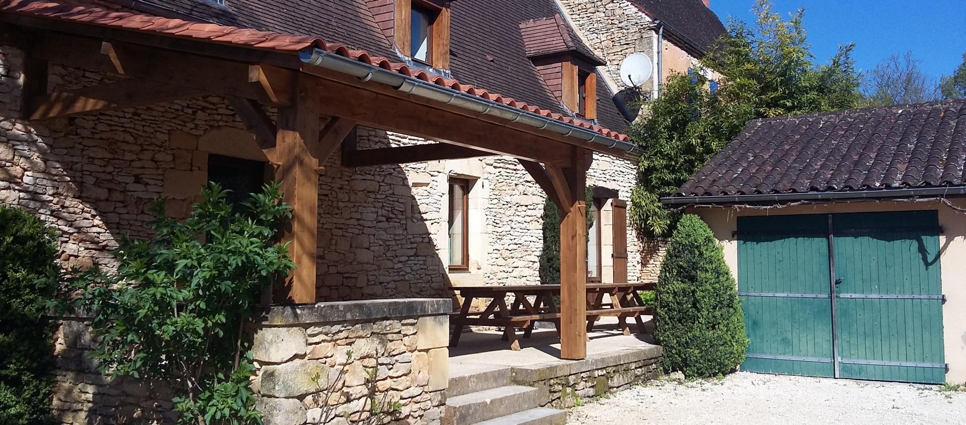 """""""Chez Firmin"""" ,  jusqu' à 12 couchages, une salle de séjour ainsi qu'une grande terrasse pour des moments chaleureux jusqu'à 20 convives."""