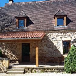 Une grande terrasse et une cour intérieure pour plus de tranquilité...
